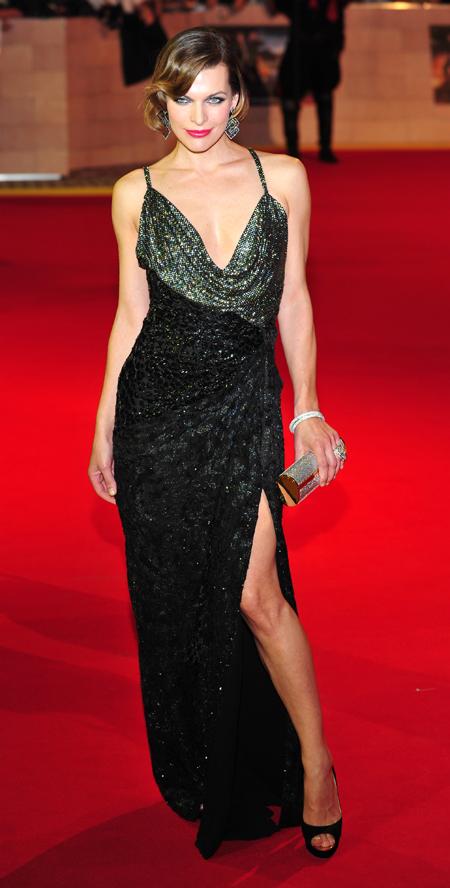 Платье Милы с умопомрачительным разрезом от бедра эффектно смотрелось на красной ковровой дорожке. Фото: Splash/All Over Press.