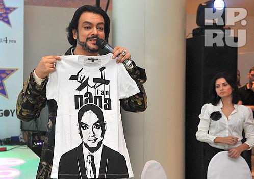 Одна из футболок...