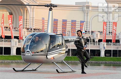 На меропориятие король отечественной эстрады прибыл на вертолете