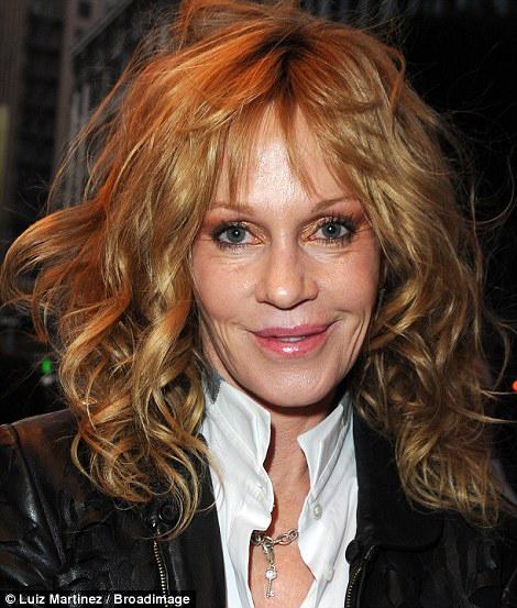 Гостив ечера отметили, что лицо актрисы как-то странно изменилось. Фото: Daily Mail.