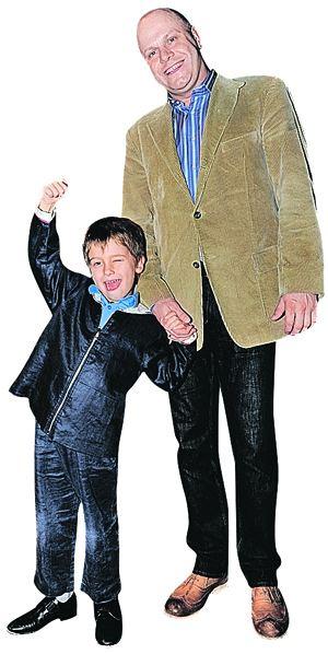 Сын Алексея Кортнева, пятилетний Афанасий, судя по всему, пойдет по стопам папы - сразу видно, человек творческий.