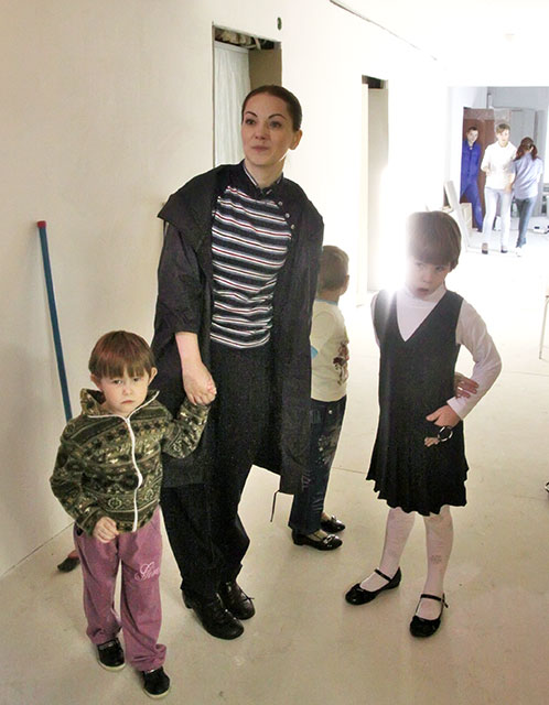 Ольга снимается в Угличе в продолжение фильма «Земский доктор» и попутно делает ремонт в местном Доме детства.