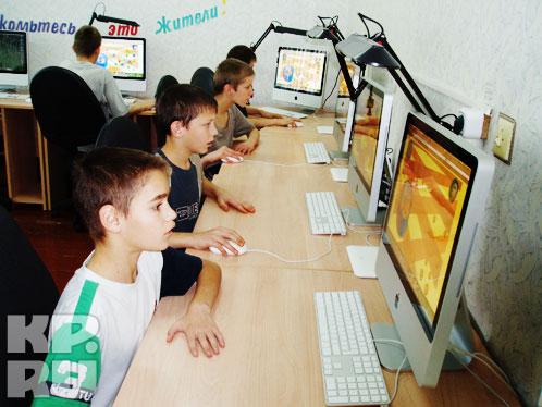 На втором этаже здания расположился компьютерный класс с техникой фирмы Apple