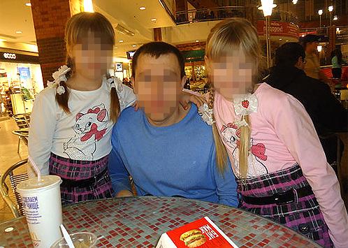 Александр Копитцов с дочерьми Светой и Катей