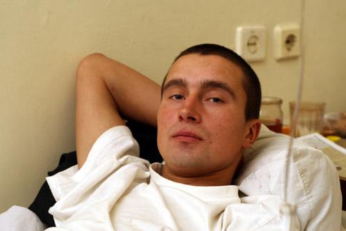 Сергею в больничной палате. Здесь ему предстоит провести еще неделю, но самое страшное позади.