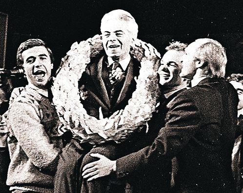 1986 год. Коллеги поздравляют Аркадия Исааковича с 75-летием вТеатре эстрады.