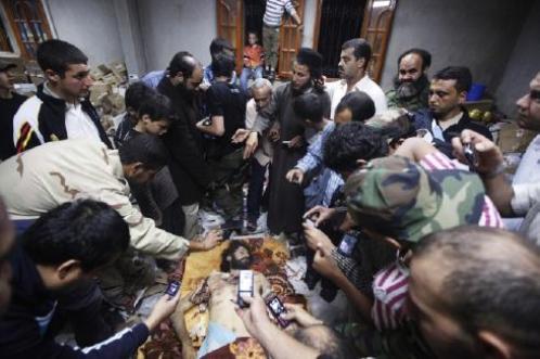 Сфотографировать мертвого сына Каддафи хотели все