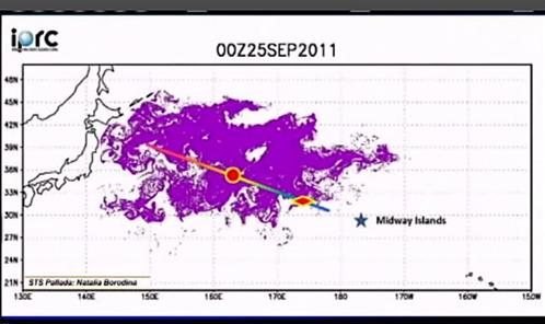 """Модель распространения мусора после японского цунами. Парусник """"Паллада"""" (красная отметина) двигался в пятне мусора с 21 по 28 сентября"""