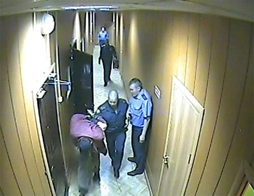 Со слов мужчины, вместо того чтобы его опросить и выяснить все детали случившегося, полицейские начали его избивать