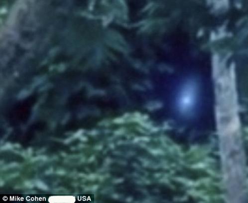 Пока инопланетяни качал головой, рядом что-то светилось синим