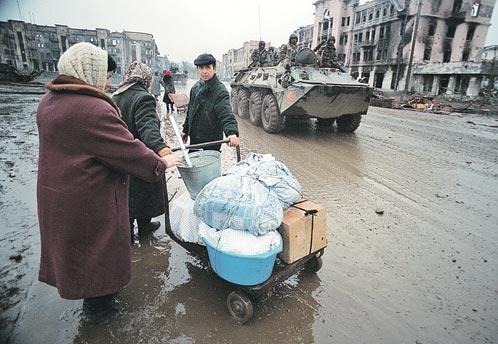 Во время войн почти 400 тысяч русскоязычных бежали из пылающей республики в неизвестность. Сегодня в неизвестность они боятся возвращаться...