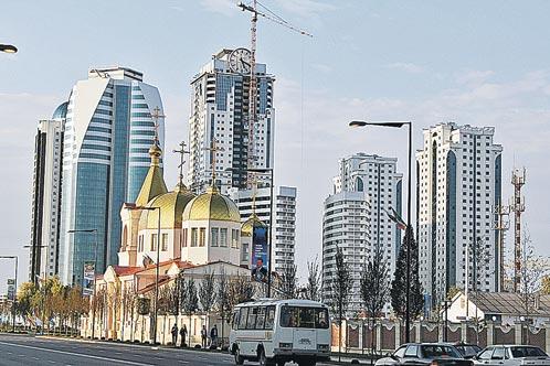 За несколько лет Грозный преобразился до неузнаваемости. Православный храм в Грозном на проспекте Кадырова был одним из первых отреставрированных зданий.