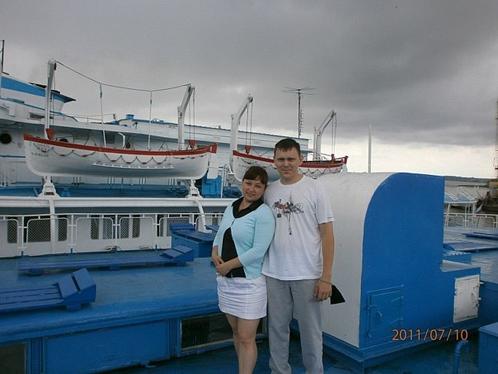 Хусаиновы Марат и Алсу (беременная) на шлюпочной палубе