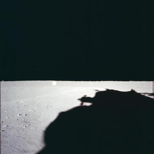 Оригинальный снимок из каталога: место расположения штуковины помечено белым кружочком