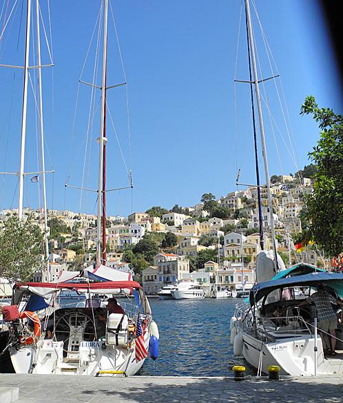 Добраться на остров можно не только на пароме, но и на своей яхте.
