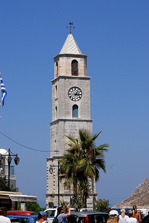 В каждом уважающем себя старинном городе есть башня с часами.