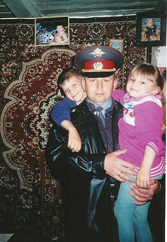 У водителя Сергея Сморчкова остались двое детей.