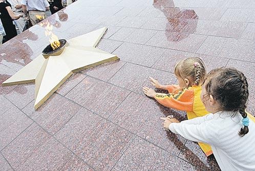 9 мая 2011 г. Огонь на мемориале «Боевая слава Тихоокеанского флота» включали только по праздникам.