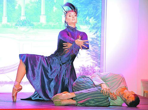 Мужчины под чарами Анастасии падают к ногам и в жизни, и на сцене.