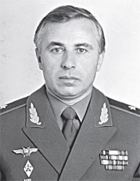 Генерал-майор, Герой России Сулумбек Осканов.