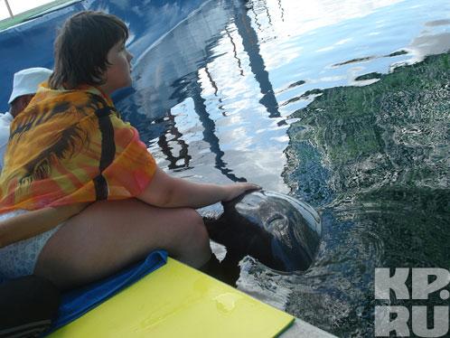 Дружба Яны и дельфина Яна, убеждены родные, предначертана им судьбой.