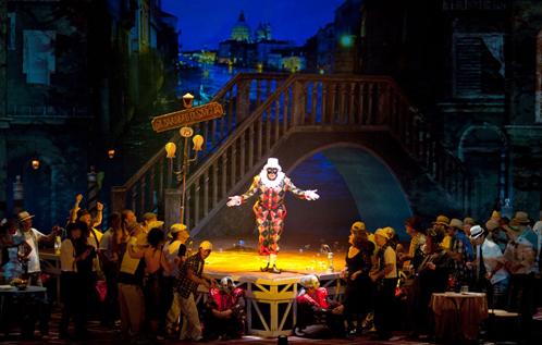 """""""Севильского цирюльника"""" покажут в театре опера и балета."""