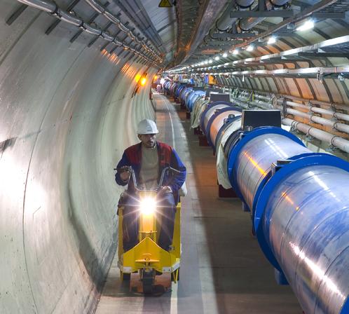 БАК - огромная игрушка. Труба - это канал, по которому протоны несутся навстречу друг другу. В результате столкновений от протонов и должен отколоться бозон Хиггса