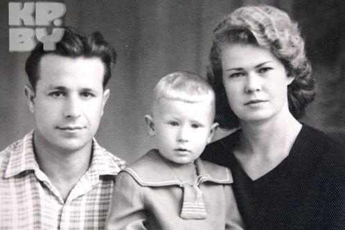 Старший брат Моисеева Толик со своей семьей