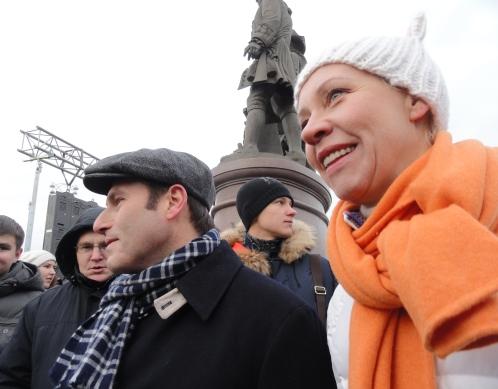 Пламенный привет из Москвы с проспекта Сахарова уральцам лично<br /> передали Михаил Шац и Светлана Лазарева