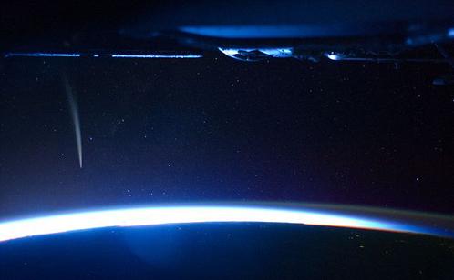 Вслед за кометой начало всходить Солнце
