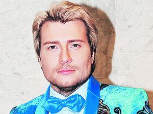 Николай Басков связывать себя узами брака пока не торопится...