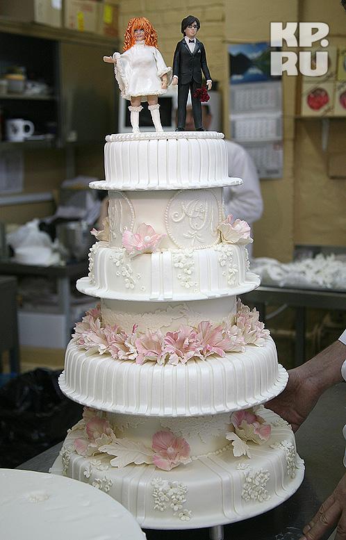 Чудо-торт разошелся по тарелкам гостей за считанные минуты