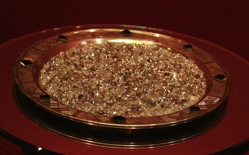 В Якутии бриллианты рассыпают по блюдам, как нищий в переходе - мелочь по шапке.