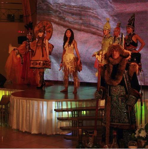 Песни и пляски народов Севера. Танцы под варган бывают весьма эротичными.