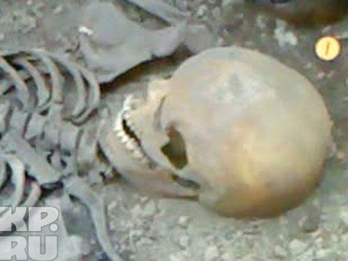 Череп Великой шаманки (жрицы Воды или Кабырзинской Принцессы) сохранился плохо, поэтому восстановить внешность женщины наука не в силах.