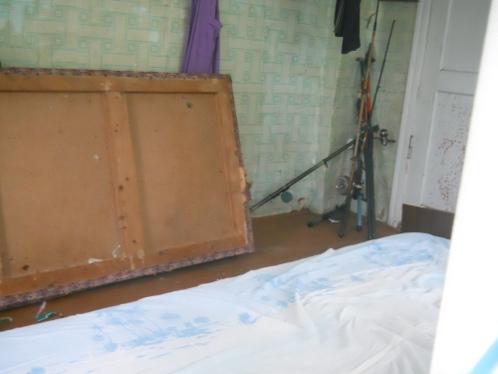 По словам очевидцев родители вынесли тело ребенка на веранду, а сами сели смотреть телевизор