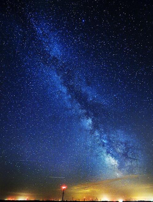 Вид на Млечный путь с Земли: где-то там десятки миллиардов обитаемых миров