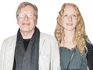 Первой женой писателя была полька Веслава, потом 9 лет он прожил с Евгенией Дюрер (Пракопюк) и уже полтора года женат на своей мечте - Катя Ерофеева (на фото) очень похожа на пламенную Жанну.