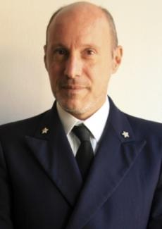Начальник береговой охраны Грегорио Мариа де Фалько устроил трусливому капитану настоящую головомойку