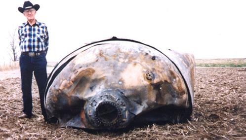 Иной мусор, упавший с орбиты, выглядит внушщительно. На снимке вернувшаяся из космоса ступень ракеты, обнаруженная в Техасе