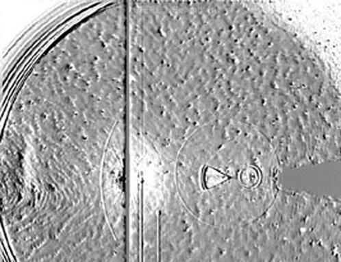 На одной из снимков зонда артефактом стала Земля - создала оптические иллюзии в виде круга и треугольника