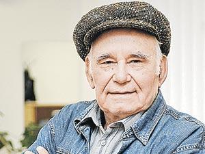 Василию Михайловичу Пескову удалось взять интервью у маршала накануне 25-летия Победы.