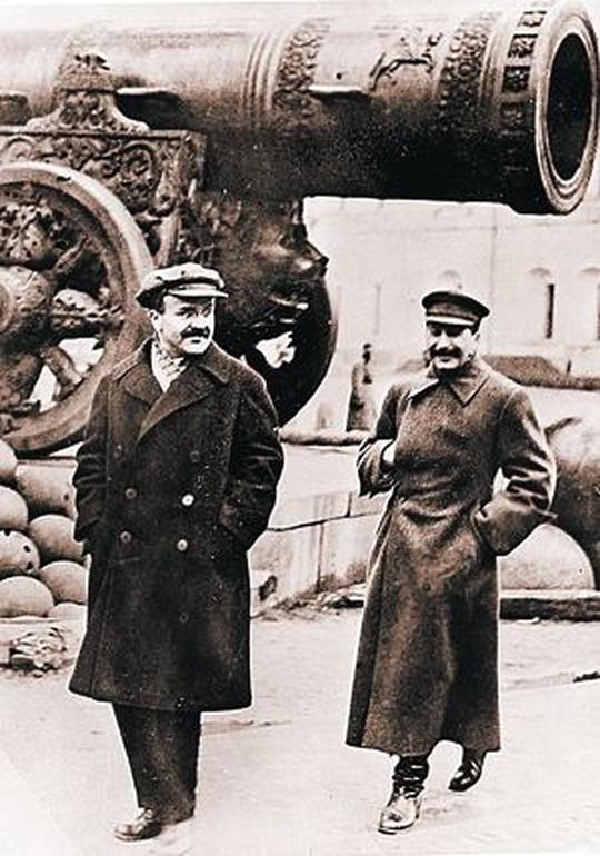 Лучше всех Ленина знали Сталин и Молотов. Однако воспоминания оставил только один из них.