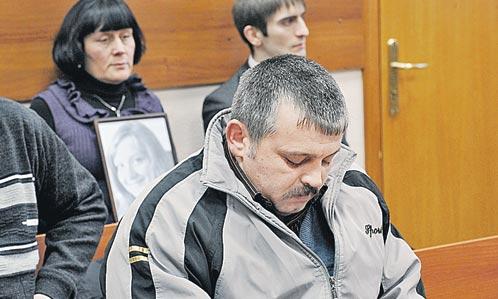 На суд родные Маши ходили с ее портретом, Бочаров, видя это, опускал глаза.