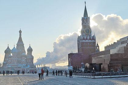 Мороз и солнце придали Красной площади иллюзию деревенской идиллии: вон как «печки» дымят.