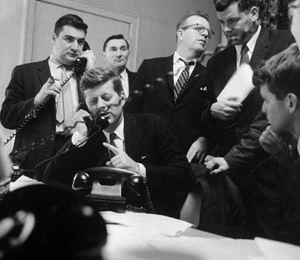Последние записи были крайне эмоциональны: Кеннеди и смеялся, и допускал крепкое словцо.