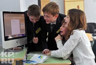 Ученики московской школы № 1387 на уроке «Безопасность в интернете». Без знания таких вещей, как и без хорошей техники, качественное образование сегодня немыслимо.