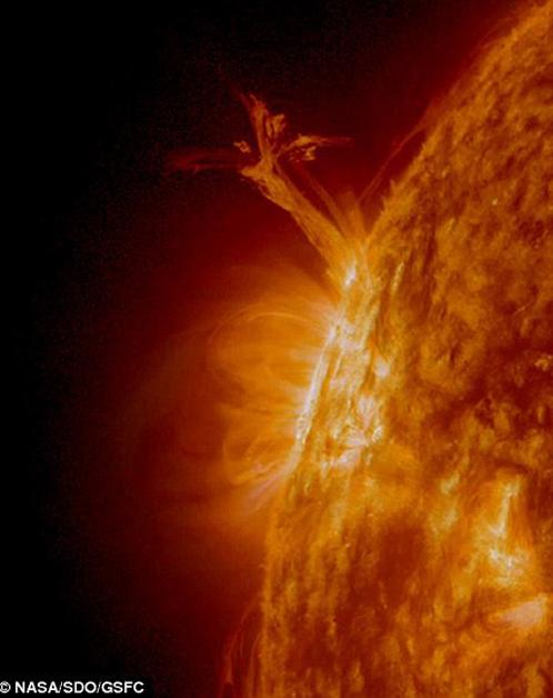 Иной раз Солнце посылает во Вселенную плазменных ангелов