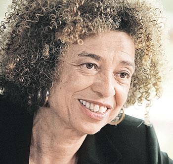 ...а такая она сегодня  - преподаватель, правозащитник, лесбиянка.