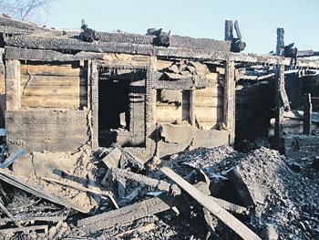 Дом, в котором сгорели дочь, зять, две внучки и муж врача Карповой.
